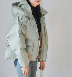 New Sport Chic Style Winter Jackets Ideas Womens Sports Fashion, Sport Chic, Down Coat, Fashion Books, Outerwear Women, Fashion Killa, Korean Fashion, Winter Fashion, Winter Jackets