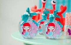Festa de aniversário da Sereia - Super bem produzida. Perfeição nos detalhes, doces personalizados no tema sereia, fundo do mar com muita suavidade
