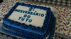 Bolo decorado com chantilly azul tema Mesversario