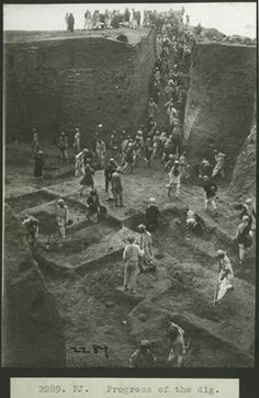 "historyarchaeologyartefacts: ""The excavation of the ancient city of Ur led by archeologist C. Leonard Woolley in Tell al-Muqayyar, Iraq, 1934 "" Ancient Aliens, Ancient Egypt, Ancient History, Ancient Mesopotamia, Ancient Civilizations, Ancient Mysteries, Ancient Artifacts, Ancient Near East, History Images"