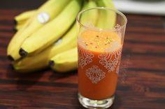 Smoothie No mrkev - banán - pomeranč Smoothie Detox, Smoothies, Pint Glass, Kefir, Paleo, Food And Drink, Health Fitness, Drinks, Cooking