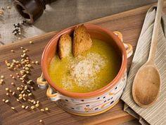 Zuppa di legumi con zucca gialla e orzetto