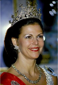Stockholm 16 May 1984 Silvia Queen of Sweden the wife of King Carl XVI Gustav of Sweden Ne Silvia Renate Sommerlath 23 December 1943 Royal Tiaras, Tiaras And Crowns, Queen Of Sweden, Swedish Royalty, Estilo Real, Royal Queen, Queen Silvia, Princess Madeleine, Royal Jewelry