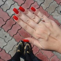Poderia dizer que estou noiva com essa foto, mas a verdade é só pra mostrar minha combinação de vermelho mesmo. Usei ansiedade da Gio Antonelli e por cima um jelly da Nati chamado Beijo Doce. Amo esse vermelho/laranja! #AindaEncalhada #FocaNoEsmalte