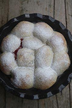 Cheesecake au mascarpone et Ferrero Rocher - That's Amore! Ferrero Rocher, Cheesecake, Ricotta, Food And Drink, Bread, Summer, Blog, Kitchens, Mascarpone
