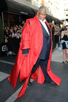 Andre Leon Talley - Fashion royalty I guess he can do what he wants!