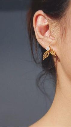 Diy Wire Jewelry Rings, Handmade Wire Jewelry, Beaded Jewelry Designs, Diy Thread Earrings, Diy Earrings Easy, Diy Jewelry Projects, Creations, Jewellery, Ideas