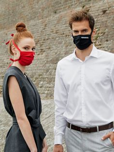 With the elegant, light and sustainable masks from miamasuku® you look perfectly dressed in the office. 🧑🏽💼The miamasuku® mask suits every sophisticated outfit, but also every everyday style.