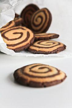 Ricetta biscotti a girandola bicolori. Pinwheel cookies italian recipe