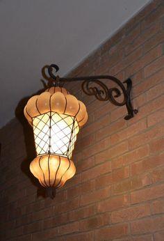 Lanterne en verre soufflé  de Murano artisanal faite selon les méthodes traditionnelles de Venise. www.i-lustres.com