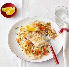 Ein leckeres Rezept für Glasnudelsalat mit Sesamfisch. Zubereitet in 35 Minuten. Für 4 Portionen. Besonders einfach.