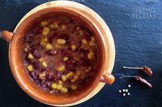 Un potaje vegano y picante de alubias rojas con maíz. Ideal para los días de invierno.