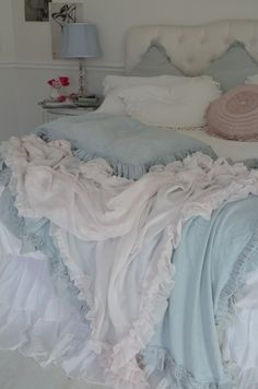 shabby chic bedroom in pink and blue