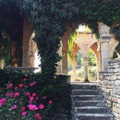 balchik palace bulgaria Michelle Lee, Bulgaria, Palace, Art Drawings, Sidewalk, Sewing Clothes, Water, Instagram Posts, Plants