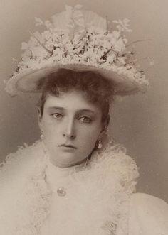 Empress Alexandra Feodorovna - 1895 (never smiling ...) -em: teatimeatwinterpalace.tumblr.com