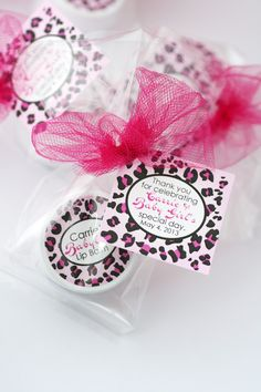 Welcome that new addition to the wild world with baby shower favors in bright leopard prints. Customize your colors and flavors to match your shower or sprinkle theme.