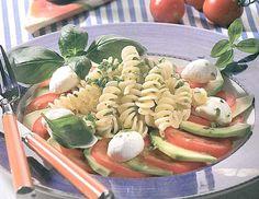 Nudelsalat mit Avocado und Mozzarella - Rezept - ichkoche.at