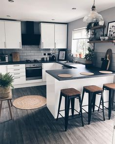 """For a small kitchen """"spacious"""" it is above all a kitchen layout I or U kitchen layout according to the configuration of the space. Kitchen Room Design, Modern Kitchen Design, Home Decor Kitchen, Interior Design Kitchen, Home Kitchens, Minimal Kitchen, Kitchen Designs, Farmhouse Kitchens, Dream Kitchens"""