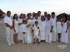 Pide a tus invitados vestirse de blanco, ideal para tu boda en playa por Bodas Huatulco