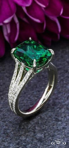 New Collection For Bague de Fiançailles 2018 : Description Emerald and Diamond Engagement Ring Three strands of bead set diamonds hold in open shoulders a cushion cut emerald. Green Lake Jewelry