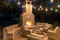 Outdoor fireplace with bench seating by Jen Woodhouse #outdoorfireplace #outdoorliving #outdoorspace #patiomakeover #patio #backyard #fireplace Outdoor Fireplace Patio, Outdoor Fireplace Designs, Outdoor Patio Designs, Outdoor Decor, Outside Fireplace, Cabin Fireplace, Fireplace Garden, Backyard Designs, Outdoor Projects