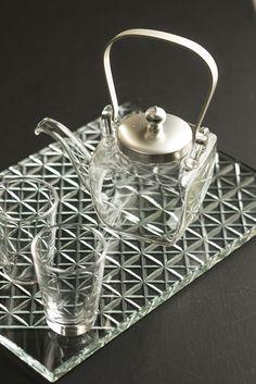 廣田硝子 酒器: Hirota glass - drinking vessel Glass Pool, Japanese Kitchen, Glass Artwork, Japanese Aesthetic, Tea Art, Glass Vessel, Cut Glass, Decoration, Pottery