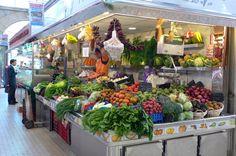 Verdulería_en_el_Mercado_Central_de_Valencia  www.riverhostelvalencia.com/