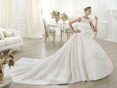 Laudin - Pronovias 2014 - Esküvői ruhák - Ananász Szalon - esküvői, menyasszonyi és alkalmi ruhaszalon Budapesten