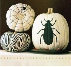 So I just bought five, little pumpkins and want to decorate them without carving, and look what I happened upon today: this Carveless Pumpkins roundup at Twig and Thistle. See the … Re