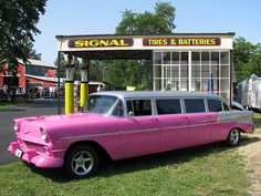 Chevy Limo in Pink :) Audi Q7, Cadillac Escalade, Classic Trucks, Classic Cars, Rolls Royce, Stretch Limo, Vintage Cars, Antique Cars, Limousine Car