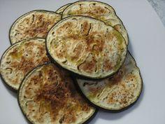 Melanzane grillate A me le melanzane piacciono. Quello che non sopporto è dovermi mettere d'estate (quella è la stagione delle melanzane!) a lottare con la
