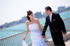 Michigan Wedding Photographers  www.ArisingImages.com  bride and groom on bridge