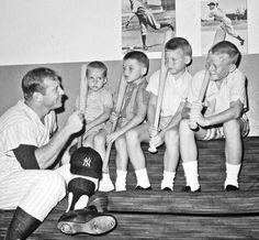 Mickey Mantle and sons Baseball Star, Baseball Photos, Sports Baseball, Sports Photos, Baseball Players, Baseball Cards, Yankees Fan, New York Yankees, America's Favorite Pastime