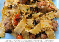 Reginette con salsiccia e melanzane ricetta veloce, primo piatto saporito, ricetta facile, pasta con salsicci, melanzane, ricette di fine stagione, primo piatto saporito