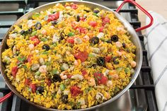 1 tablespoon olive oil 1 medium yellow onion, diced 1 small green bell pepper, cored, seeded and diced 2 large garlic cloves, minced 1 box (8 ounces) yellow rice 1 can (14 ounces) vegetable broth 1 can (14 ounces) diced tomatoes 1 can (10 ounces) whole baby clams, drained 1 can (8.5 ounces) peas, drained …