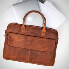 There is beauty in simplicity! DSTRCT. #dstrct #dstrctwear #laptopbag #simple #simplicity #beauty #laptoptas #wallstreet