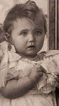 Familia Romanov, Romanov Sisters, Maria Feodorovna, Grand Duchess Olga, Big Blue Eyes, Tsar Nicholas, Imperial Russia, European History, Big Family