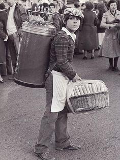 Barquillero durante el desfile de comparsas del Carnaval.17 febrero 1980.