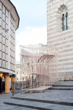This installation comprises thin strips of wood bent into curved shapes, evoking the forms of wind-filled sails