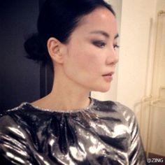 王菲高贵冷艳 Faye Wong, Longer Hair, Asian Ladies, Asian Woman, Ruffle Blouse, Long Hair Styles, Lady, Beautiful, Tops