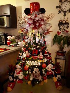 Mickey Mouse Christmas Tree, Disney Christmas Ornaments, Christmas Door, Christmas Themes, Christmas Holidays, Christmas Wreaths, Christmas Gifts, Christmas Decorations, Xmas