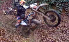 Enduro ride in muddy deep forest - çamurlu ormanda sürüş