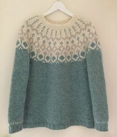 Best Picture For pulli sitricken raglan For Your Taste You are looking for something, and it is goin Nordic Pullover, Nordic Sweater, Plus Size Sweaters, Sweaters For Women, Knitting Designs, Knitting Patterns, Plus Size Pullover, Ravelry, Icelandic Sweaters