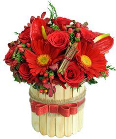 Hộp hoa điệu nhạc là su hướnghoa sinh nhật đẹp 2016bao gồm : hoa hồng đỏ, hộp que nhỏ hoặc hộp trơn bằng gỗ thông,hồng môn, hoa chuỗi ngọc. Hoa với màu