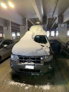 To drive vehicle, people need to learn driving and get a valid license. Take a look at these bad drivers who should not be allowed to drive. Women are supposedly the bad drivers, and I bet girls or women do most of these accidents. Work Accident, Bad Parking, Car Fails, Car Starter, Bad Drivers, Funny Sites, Car Humor, Laughter, Funny