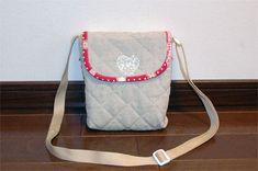 子ども 子供 ポシェット 作り方 手作り 簡単 かわいい ふた ファスナー ボタン Love Craft, Diaper Bag, Diy And Crafts, Sewing, Handmade, Bags, Pouches, Handkerchief Dress, Handbags
