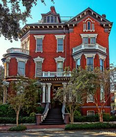Savannah GA, north historic district - 121-123 Habersham St - Kehoe Inn