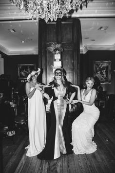 Fit For A Queen! Beyonce Releases Official Photos of Mama Tina Knowles Mardia Gras Bash - theJasmineBRAND Tina Knowles, Beyonce Knowles Carter, Beyonce And Jay Z, Solange Knowles, Beautiful Black Women, Beautiful People, King B, Bae
