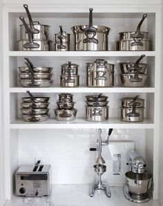 stainless steel, stacked to perfection. Wow gimme. Please!