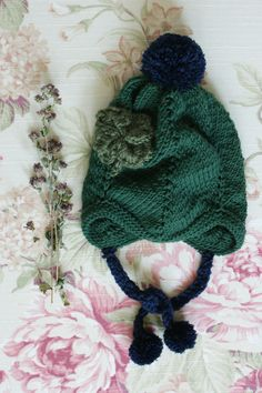 Handmade knitted(crochet) baby hat with Four Leaf Clover for little Echinops.